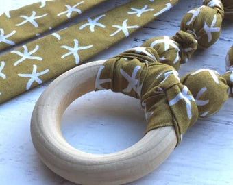 Teething necklace with wood ring - Beach baby - Organic Christmas gift for mom - Organic teether - Nursing necklace - Fabric teething