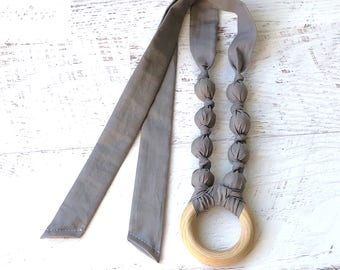 Gray teething necklace - Grey baby gift - Gender neutral baby - Organic teething ring necklace - Nursing necklace - Chew ring - Teether gift