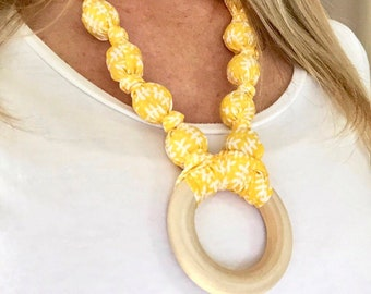Yellow teething necklace - Organic baby gift - New mom gift - Baby gift idea - Crunchy mom gift - Organic teether gift - Wooden ring