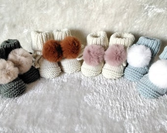 Baby slippers knitted hands 100% merino thread and their faux fur pom poms size 3.6 months