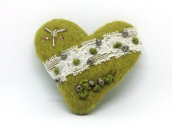 Needle Felted Brooch ,  Handmade, Needle Felted heart, Handmade Brooch, Gift For Her, Valentines day, Mothers Day