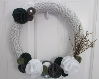 Yarn Wreath, Holiday Yarn Wreath, Christmas Yarn Wreath, Winter Yarn Wreath, Everyday Yarn Wreath, Gray Wreath, Holiday Decor, Winter Wreath