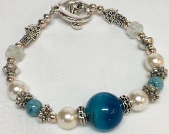 Blue Dyed Agate and Glass Pearl Bracelet