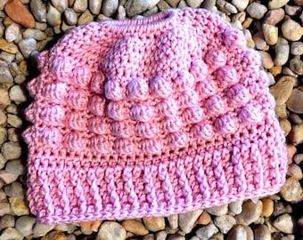 Crochet Pattern, PDF pattern, bun hat pattern, messy bun hat pattern, bun beanie pattern, pony tail hat pattern