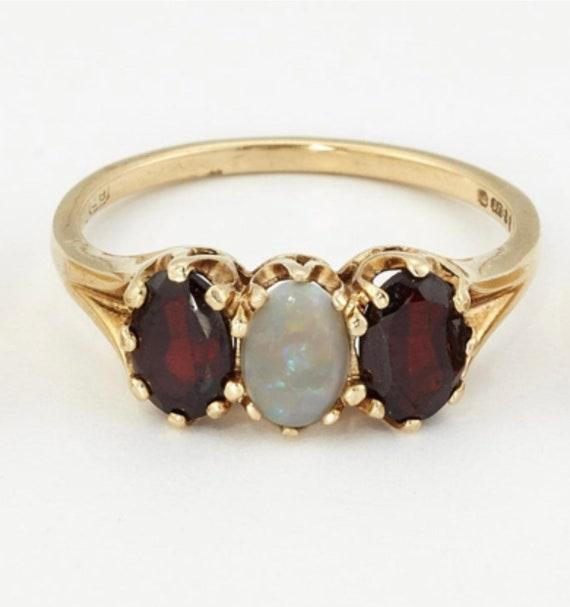 Vintage Gold Garnet and Opal Ring