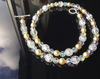 Beautiful, Swarovsky pearl, crystal and crackle glass necklace. Succulent necklace