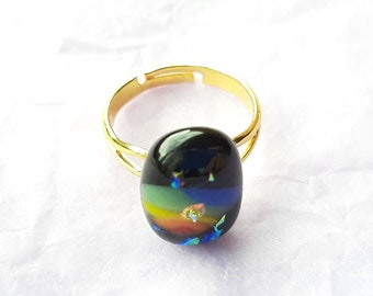 Very pretty, rainbow sparkle on black, dichroic glass ring. Adjustable between M and Q (UK size)