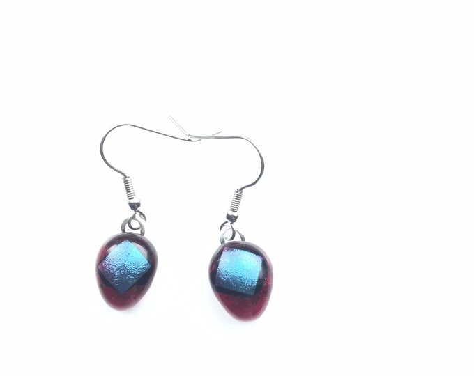 Vibrant, red and purple, dichroic glass, aesthetic earrings. The uncommon colour way makes these quite quirky earrings.