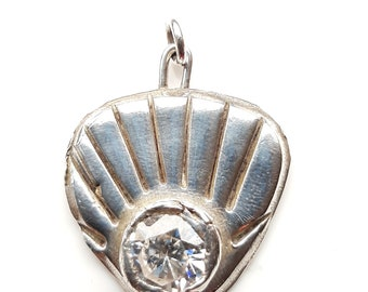 Very pretty, silver and cubic zirconia shell pendant
