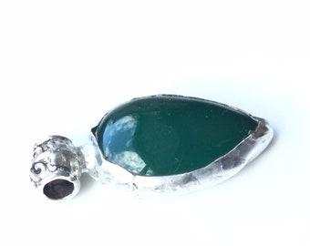 Green agate, pear shape pendant.