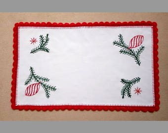Hand-embroidered Christmas table runner, embroidery for the holidays