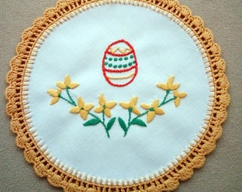 Embroidered spring floral doily with Easter motifs (Easter egg) (EASTER-DOILY-311)