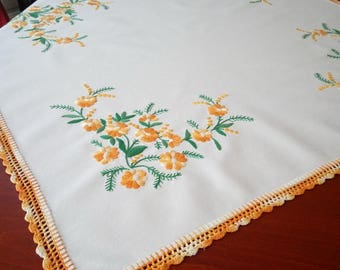 Hand-embroidered tablecloth with summer flower motifs, home decoration
