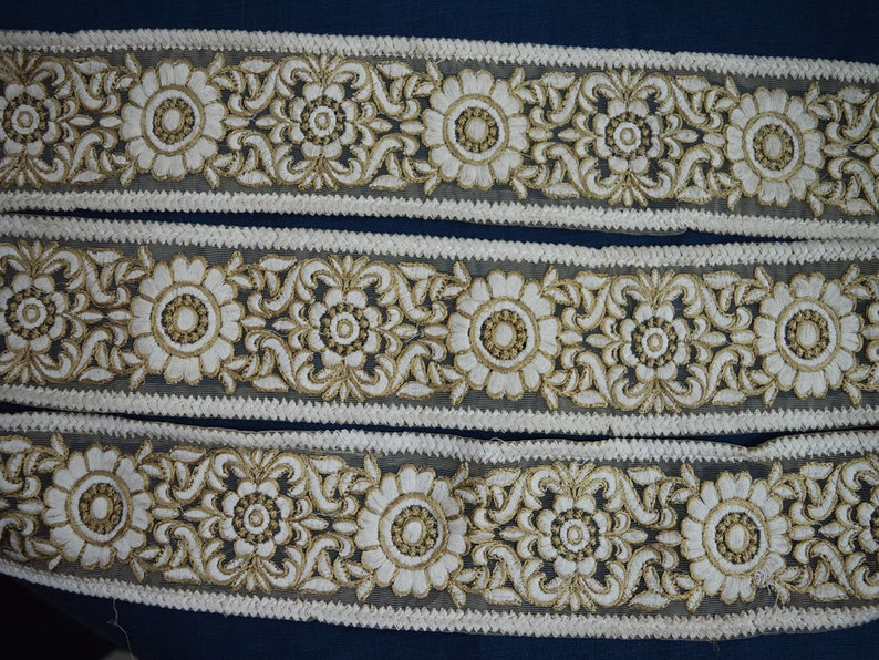 Wholesale Embroidery Indian Laces and Trim By 9 Yard Floral Off White Embroidered Sari Trimming Sewing Costume Ribbon Fashion Fabric Border