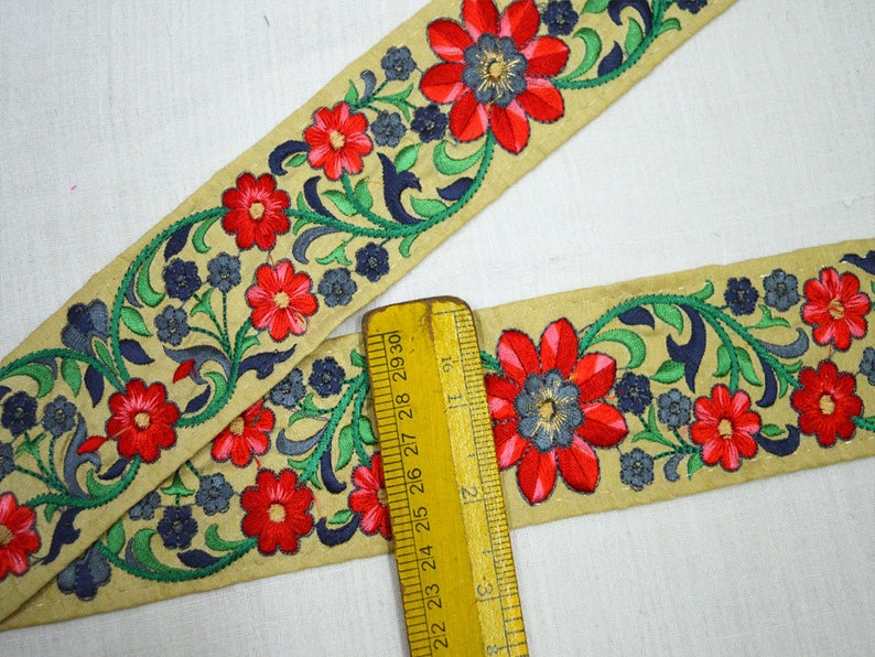 Wholesale Red Indian Embroidered Saree Trim Floral Beige Sari Border Fabric Trimmings By 9 Yard Indian Trims sewing Crazy Quilting Lace