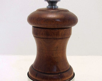 70s English Vintage Hallmarked Sterling Silver Mounted & Wood Pepper Mill Grinder. Peugeot. 20th-centurty.