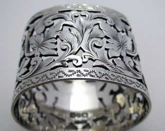 Beautiful Victorian (1893) Solid Sterling Silver Serviette Napkin Ring. English Antique 19th-Century.