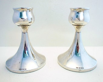 Superb 50s Pair of Modernist Arts and & Crafts design Solid Sterling Silver Candlesticks Candle Holders. 20th-century.