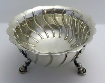 Antique VICTORIAN Heavy 213g Solid Sterling Silver Footed Sugar Bowl in Irish Georgian style. 19th-Century.