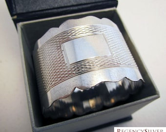 Good Quality mid 20th-century Retro/Art Deco style hallmarked Solid Sterling Silver Serviette NAPKIN RING. No Monogram.
