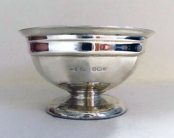 Edwardian Solid Sterling Silver & Bristol Blue Glass Liner Circular Pedestal Salt Cellar Cruet, Antique 1905, English Sheffield Hallmarked.