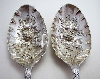 """Pair of 9"""" Large 161g! ANTIQUE Solid Sterling Silver English Table Fruit Berry Serving Spoons. Edwardian 1905. Walker & Hall."""