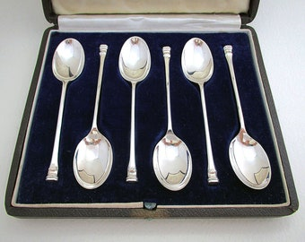 Set of 6 Solid Sterling Silver Seal Top Plain Tea Spoons, English Hallmarked 1941 Cased/Box. 20th-Century.