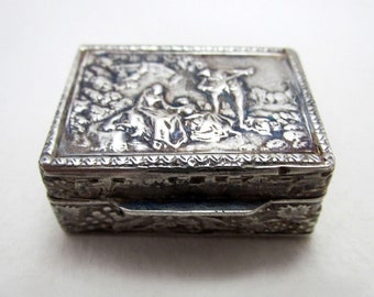 Beautiful Italian Vintage 1975 Solid Sterling SILVER 925 London Import Hallmarked Pill Patch Snuff Pocket Box Case.
