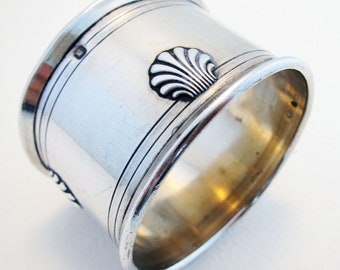 Elegant French Antique (c1890) Solid Sterling Silver Hallmarked Serviette NAPKIN RING. 19th-century. Plain/Shell design.