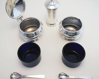 Beautiful Art Deco three-piece Solid Sterling Silver Cruet Set  (salt cellar, pepper pot, mustard pot, spoons). Birmingham hallmarked.