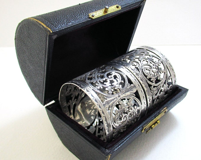 Pair Antique (1902) English Victorian style Solid Sterling Silver Serviette Napkin Rings. Cased/Original Box.