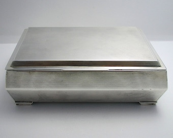 Beautiful Art Deco (1935) Solid Sterling Silver English Cigarette Cigar Trinket Jewelry Casket Case Box.