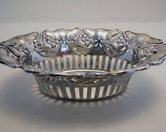 Rare Indian Colonial era (1851-1860) Solid Silver Art Nouveau Antique small Basket/Dish/Bowl. Peter Nicholas Orr. 19th-century. Madras.