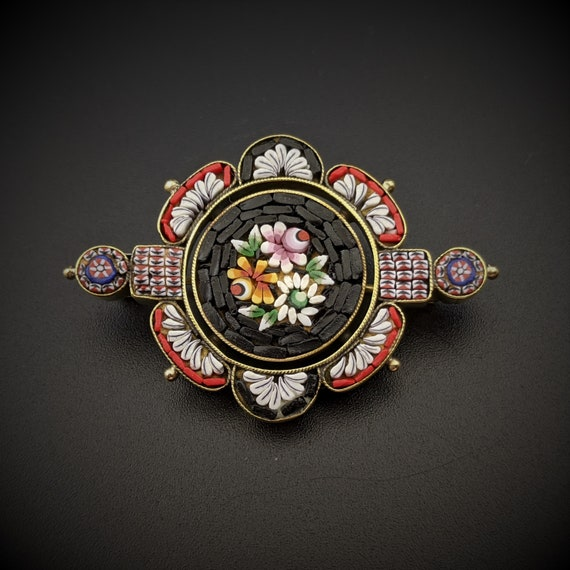 Italian Grand Tour Souvenir Jewelry Large Round Antique Micro Mosaic Brooch Pin with daisy flowers