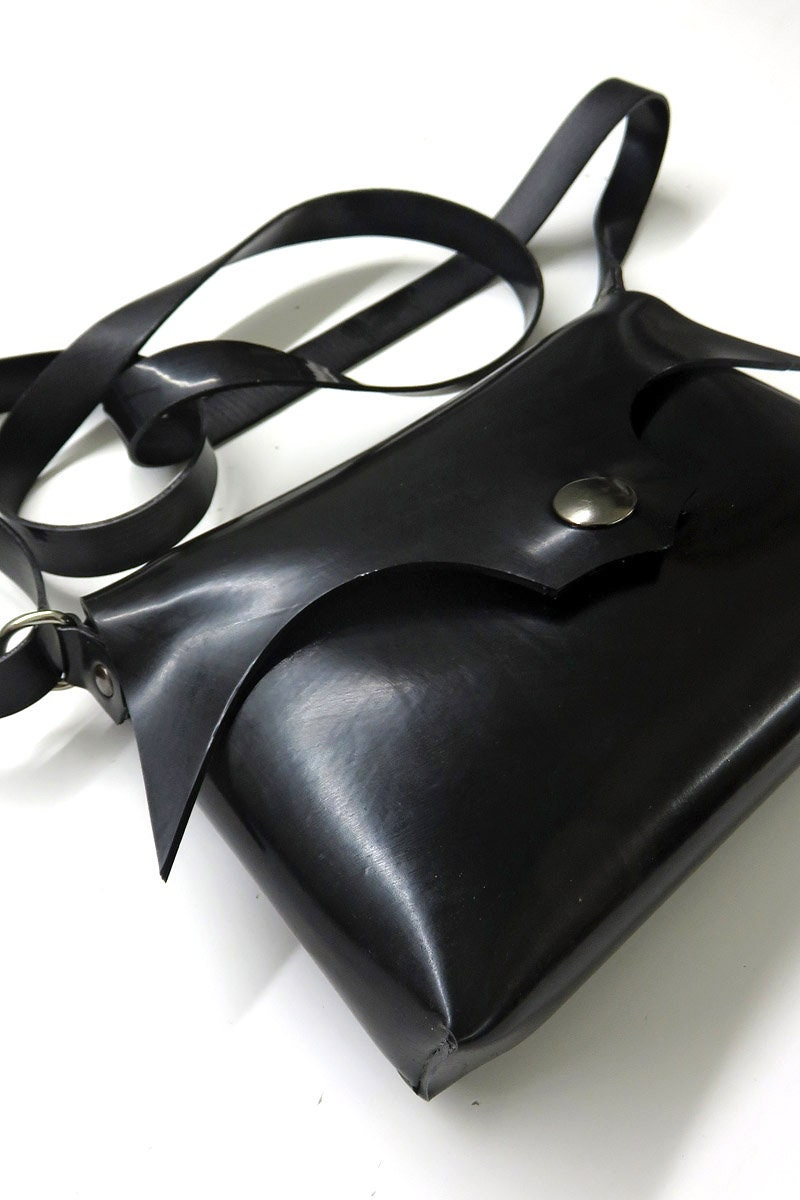 Latex Handtasche mit Rundungen