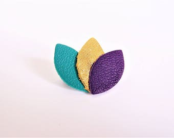 Brooch emerald green leather, gold and purple petals