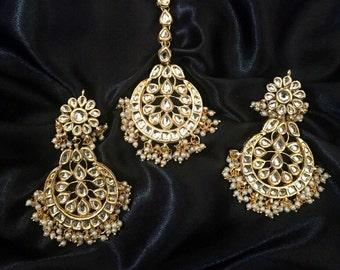 Kundan earrings and tikka set, kundan tikka set, India kundan jewelry,Bollywood , Indian jewelry, kundan jewelry