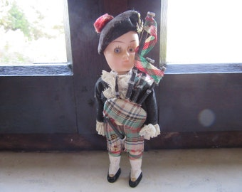 1 Scottish Piper - Vintage Doll - with moving eyes