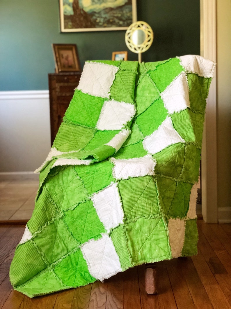 Large green and white rag quilt image 0