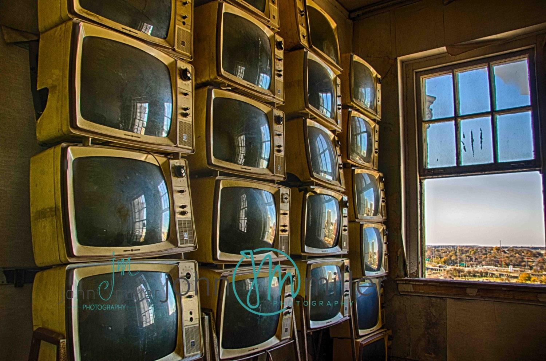 tv tv fine art fotografie urban decay verlassenen haus etsy. Black Bedroom Furniture Sets. Home Design Ideas