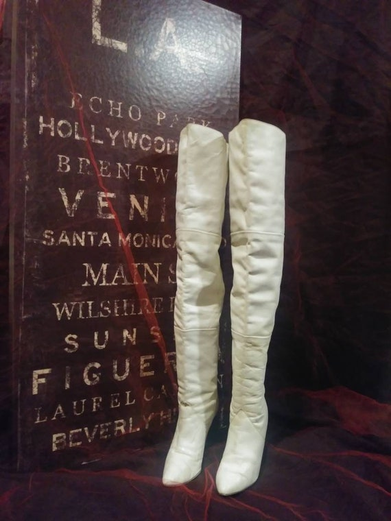 Vintage Wild Pair white thigh high boots Sz 8 Fedr