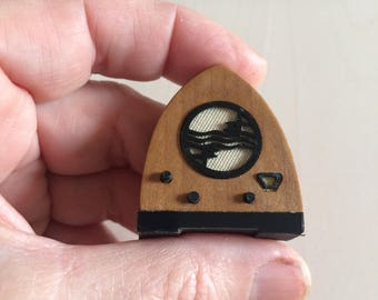 Dollshouse miniature radio