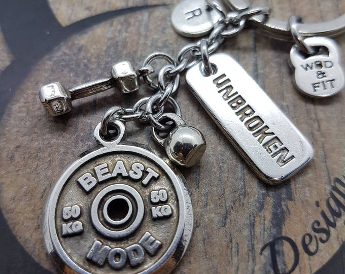Keychain Beast Mode Workout Dumbbell Motivation & Initial.Bodybuilding Jewels,Fitness Gift,Gym,Crossfiter Gift,Sport Motivational Gift,Wod