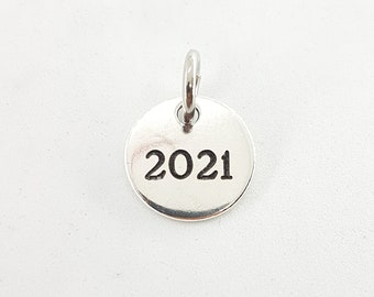 Silver plated metal YEAR charm dm 16mm 2022 -2021 - 2020 - 2019 ... Round Silver Plated Pendant - Year Gift - Bag Tag - XC Bag Tag- XC Gift