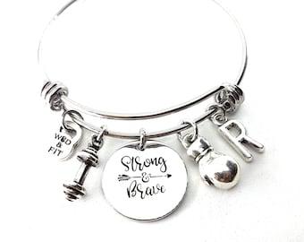 Strong & Brave Bracelet - Barbell Motivation Initial Letter.Fitness Motivational Gift - Gym Gifts - Bodybuiling Gift - Crossfit Girl Gift