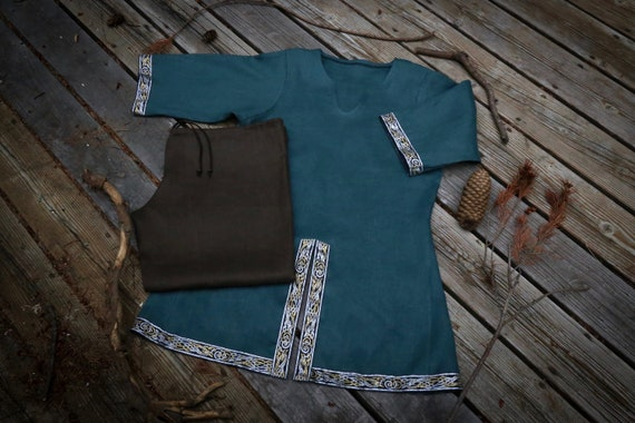Linen or Wool Viking horseback Tunic and Trouser set. Tunic had metallic Beastie knotwork trim. Perfect garb for Norse, SCA and LARP Reenac