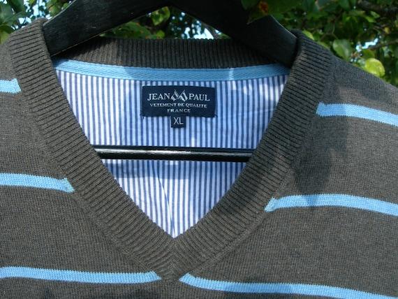 00er Jahre Vintage Herren Pullover Pullover V Ausschnitt Pullover grau mit blauen Streifen Baumwolle Jean Paul Made in Frankreich Größe L XL