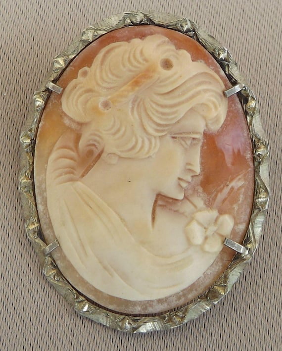 Shell Cameo Pendant set in Sterling Silver Frame Hallmarked