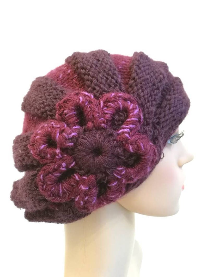 Basque with irons ribbed hat handmade, Basque with flowers Basque woman Italy Women/'s hat Pure wool Bordeaux hat