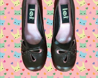 df86ed078b1 Vintage 90 s L.E.I. Heels • Brown with Pink Butterfly   Bow Detailing • 3